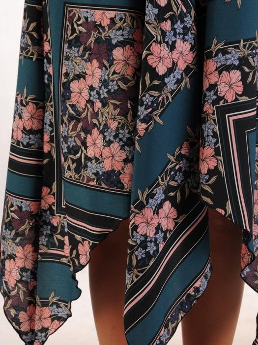 Asymetryczna sukienka w modny wzór, kreacja z podwyższonym stanem 23240