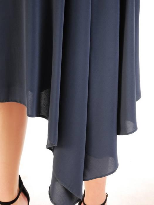 Asymetryczna sukienka z ozdobnymi, wyszczuplającymi marszczeniami 30066