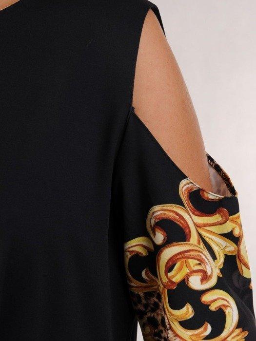 Asymetryczna sukienka z wycięciami na ramionach w modnym wzorze 24060