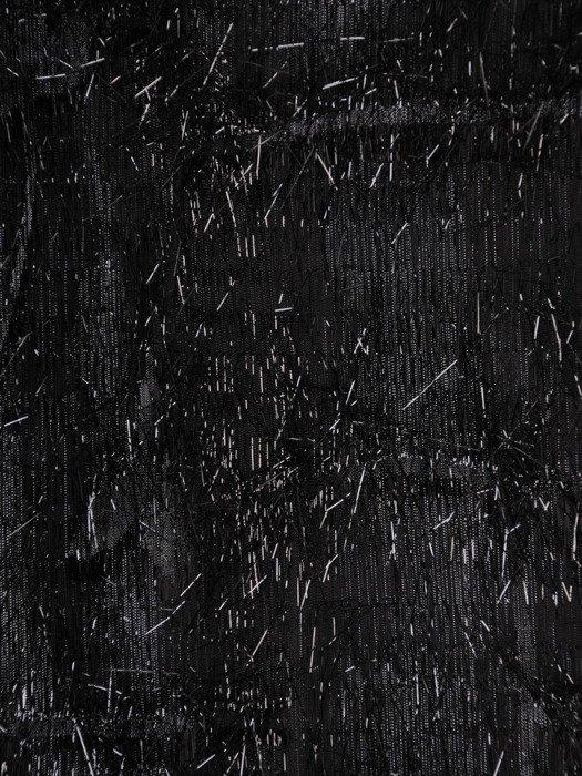 """Atrakcyjna sukienka wieczorowa Ramira, mała czarna ozdobiona """"włosem""""."""