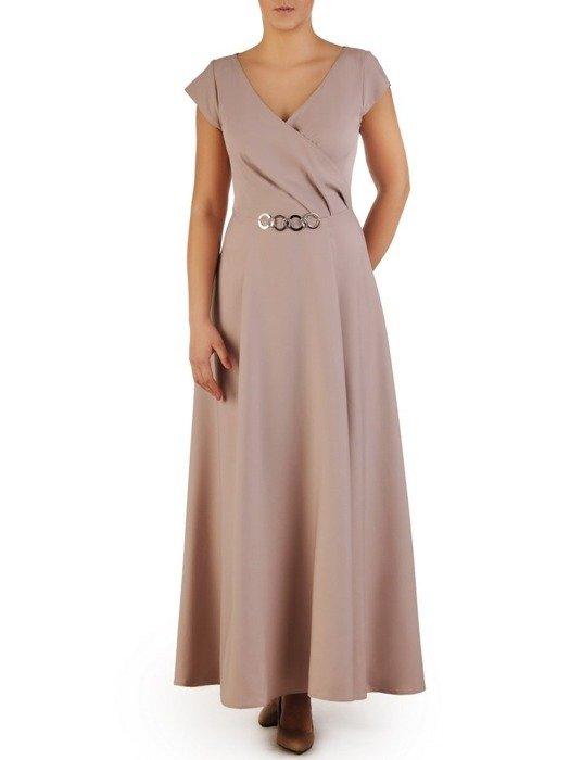Beżowa suknia z kopertowym dekoltem i nowoczesną aplikacją 23183