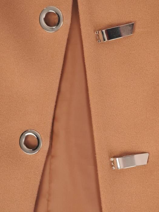 Beżowy płaszcz damski z ozdobnym zapięciem 28537