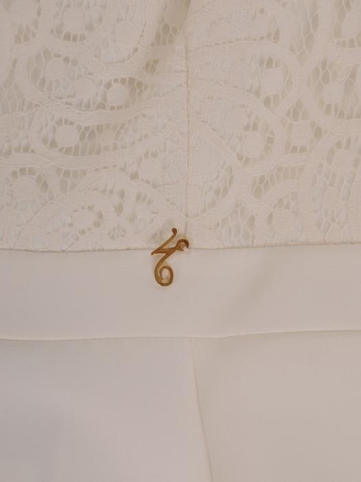Biała sukienka z koronkowym topem, prosta kreacja wyszczuplająca 21483