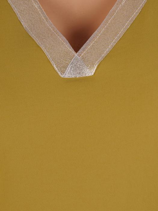 Bluzka damska z ozdobnym dekoltem w serek 20765.