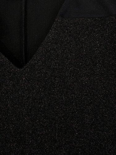 Błyszcząca sukienka z efektowną broszką Laurencja I.