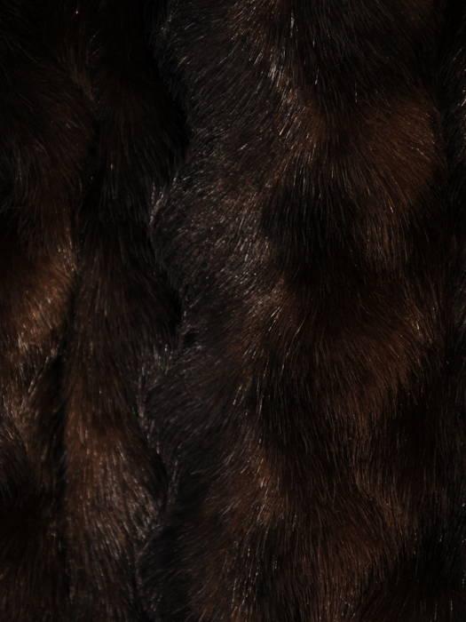 Brązowy krótszy płaszczyk  z miękkiego, przyjemnego futra 30955