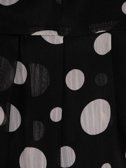 Czarna sukienka w grochy, zwiewna kreacja z szyfonu 19867.