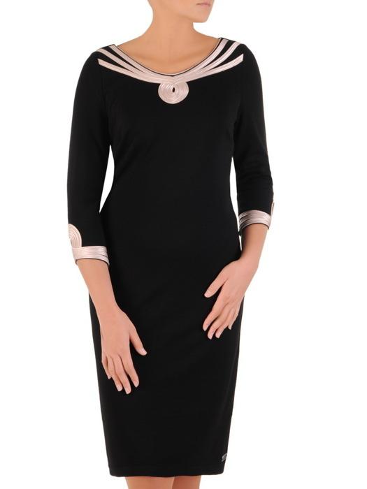 Czarna sukienka z ozdobnymi tasiemkami 22164.