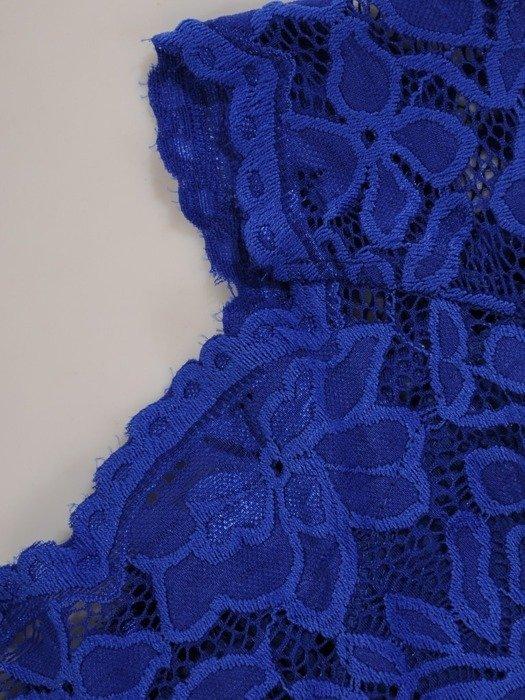 Długa sukienka z koronkowym topem, kreacja z modnym dekoltem 22915