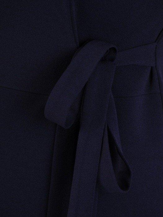 Dzianinowa sukienka z ozdobnym wiązaniem i tiulowymi rękawami 24421