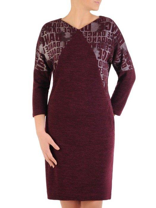 Dzianinowa sukienka z ozdobnymi napisami i kieszeniami 24519