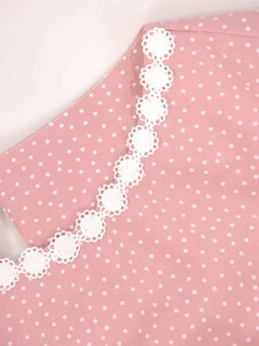 Elegancka bluzka w groszki z ozdobnymi, koronkowymi wstawkami 29975
