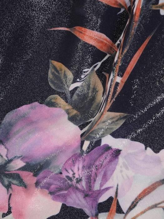 Elegancka granatowa sukienka w kwiaty, kreacja maskująca niedoskonałości 28170
