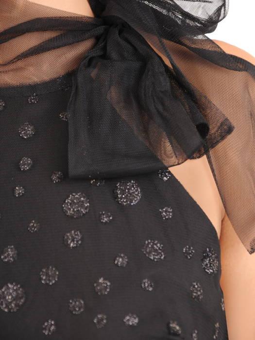 Elegancka sukienka w groszki i ozdobnym wiązaniem na szyi 30807