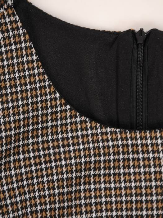 Elegancka sukienka w kratkę z marszczonymi rękawami 27593