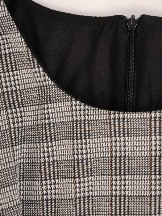 Elegancka sukienka w kratkę z marszczonymi rękawami 27606