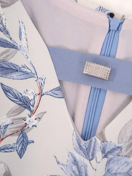 Elegancka sukienka w kwiaty, kreacja maskująca niedoskonałości 28898