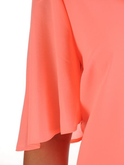 Elegancka sukienka z asymetryczną falbaną przy dekolcie 21162