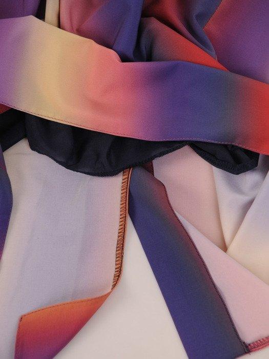 Elegancka sukienka z cieniowanej tkaniny 17528, wizytowa kreacja maxi.