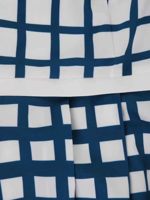 Geometryczna sukienka w wyszczuplającym fasonie 17061