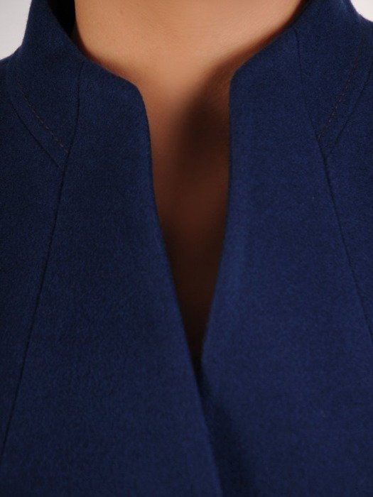Granatowy płaszcz ze stójką 26664
