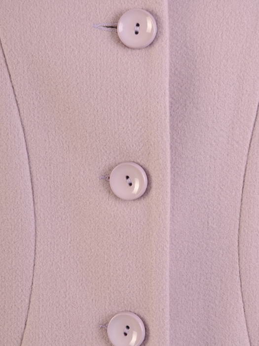 Jasny płaszcz damski zapinany na guziki 30657