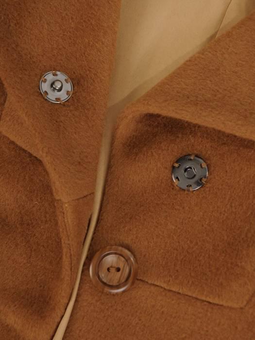 Karmelowy płaszcz damski z kieszeniami 27569