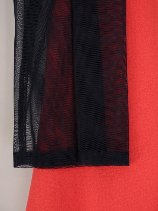 Kontrastowa sukienka z kwiatową aplikacją, oryginalna kreacja na jesień 22967