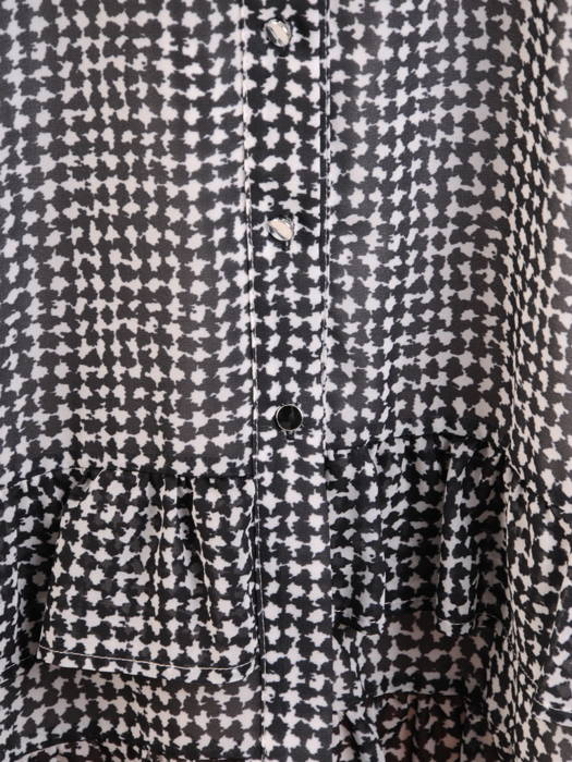 Luźna, rozpinana sukienka w czarno-białą pepitkę 31053