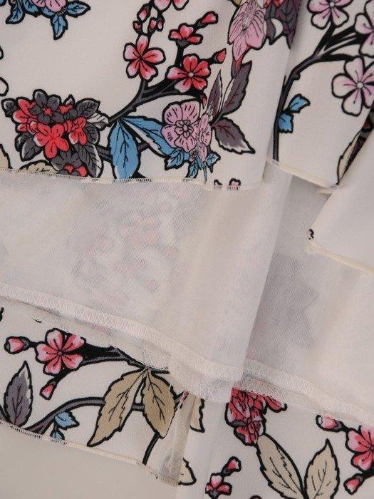 Luźna sukienka o trapezowym kroju, modna kreacja w kwiaty 25077