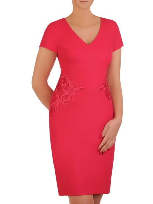 Malinowa sukienka z koronkową aplikacją, elegancka kreacja wyszczuplająca 21240