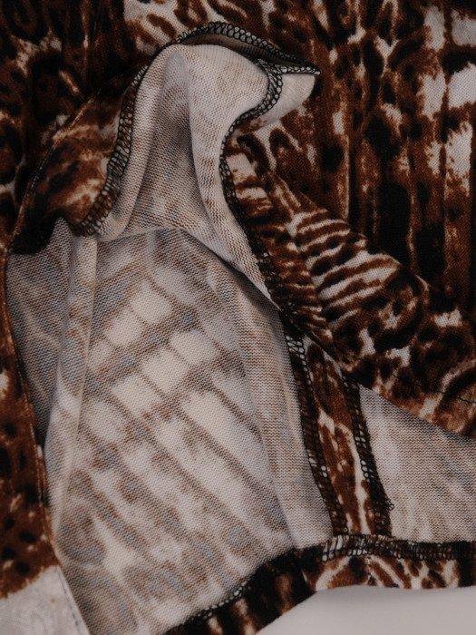 Modna sukienka z wzorzystej dzianiny 18069, wizytowa kreacja z paskiem.