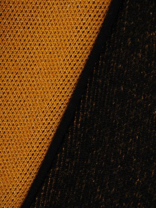 Musztardowy płaszcz zapinany na wielkie guziki 21984