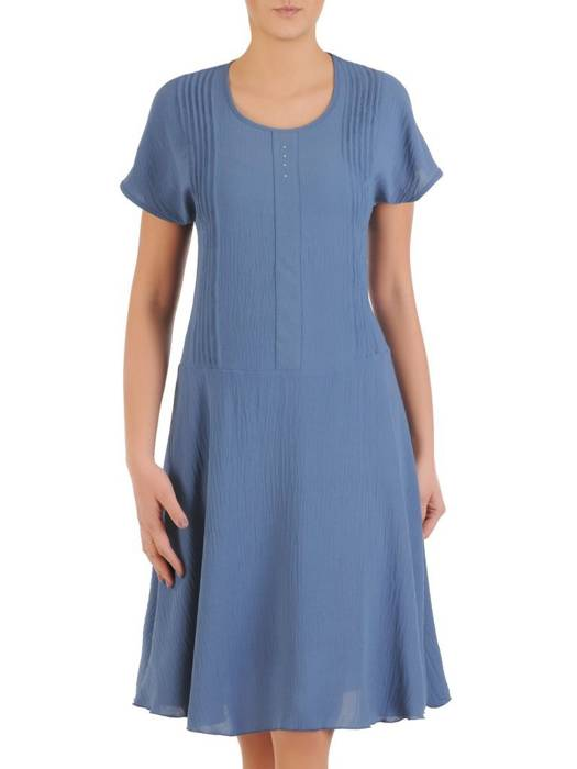 Niebieska, kreszowana sukienka z ozdobnymi przeszyciami 28968