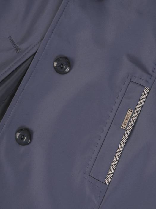 Niebieski płaszcz z ozdobnymi  lamówkami 28540