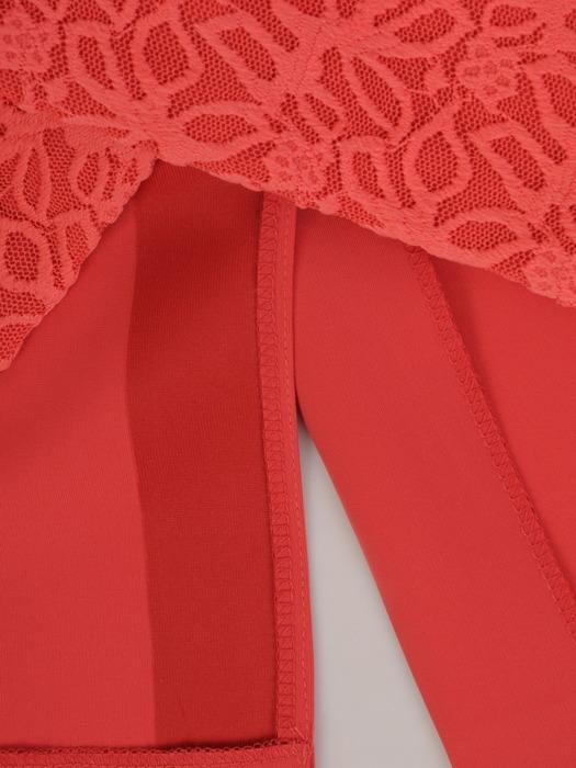 Nowoczesna sukienka wizytowa z koronkowymi wstawkami 22373