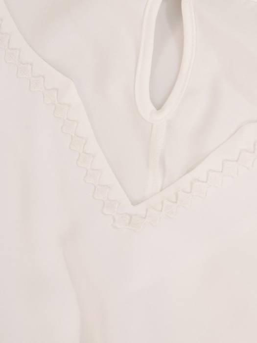Prosta bluzka damska z oryginalnym wykończeniem rękawów 29945