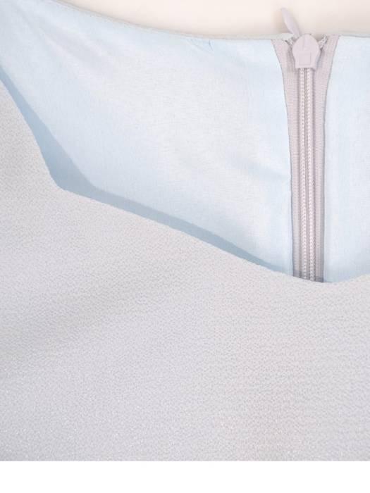 Prosta, kreszowana sukienka z ozdobnymi rękawami 29031