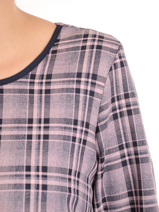 Prosta sukienka na jesień w kratkę, kreacja z modnymi patkami 31079