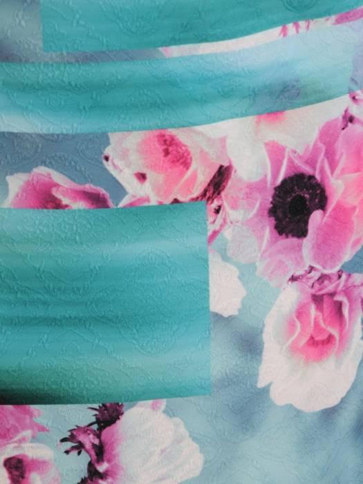 Prosta sukienka w kwiaty, kreacja z ozdobnym dekoltem 30385