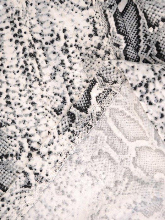 Prosta sukienka z dzianiny, kreacja w zwierzęcym wzorze 24302