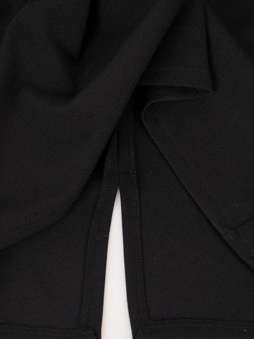 Prosta sukienka z koronkową narzutką 18233, kreacja maskująca brzuch i biodra.