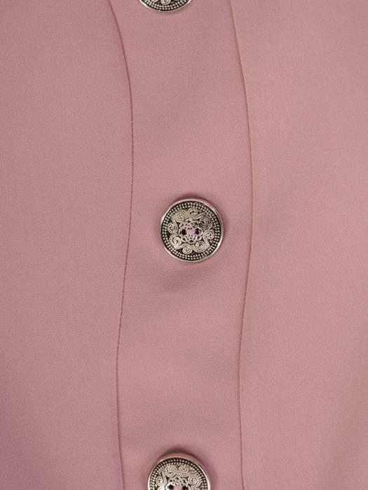 Pudrowa sukienka z ozdobnymi guzikami 28121