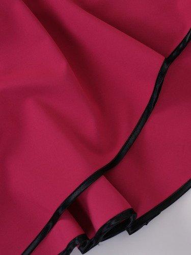 Rozkloszowana sukienka Skarlet V, amarantowa kreacja z artystycznie wykończonym dekoltem.