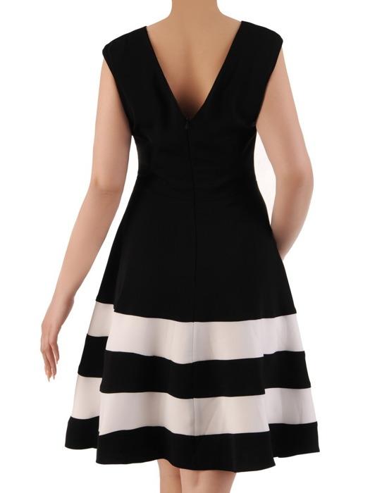 Rozkloszowana sukienka w szerokie pasy, kreacja w modnym fasonie 20853