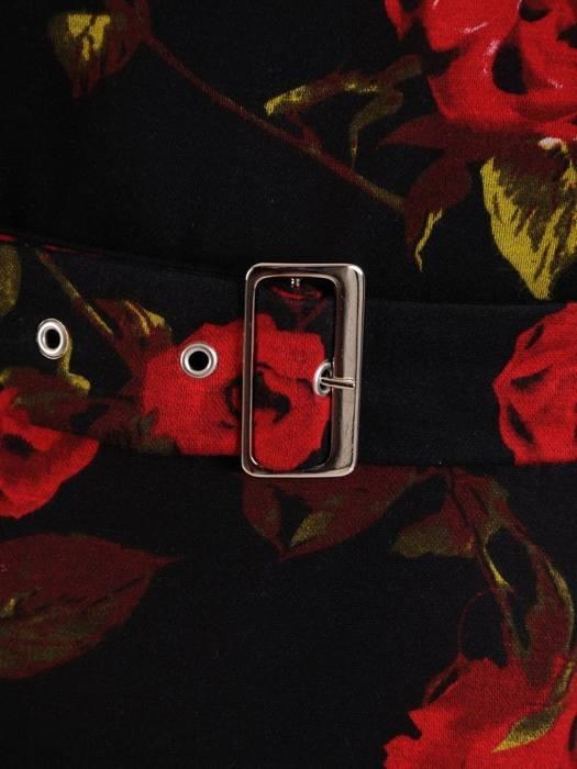 Rozkloszowana sukienka z dzianiny, kreacja z paskiem w kwiaty 27005