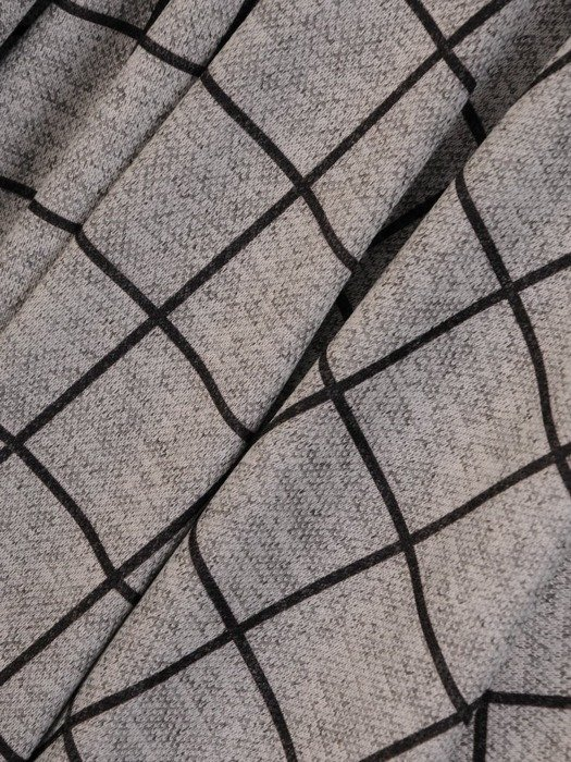 Rozkloszowana sukienka z kopertowym dekoltem, kreacja w modną kratę 24165