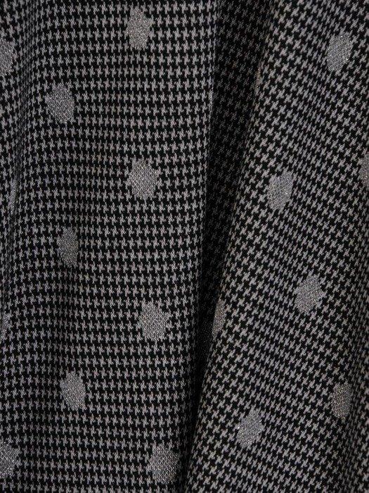 Rozkloszowana sukienka z kopertowym dekoltem, kreacja w modne grochy 24163