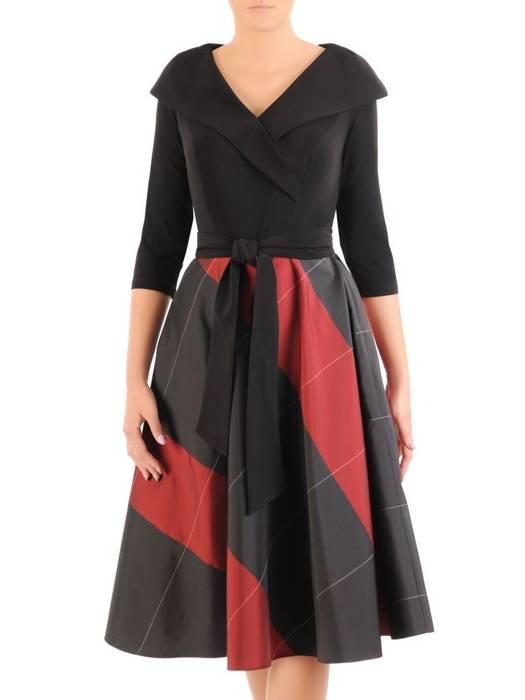 Rozkloszowana sukienka z ozdobnym kołnierzem 30517