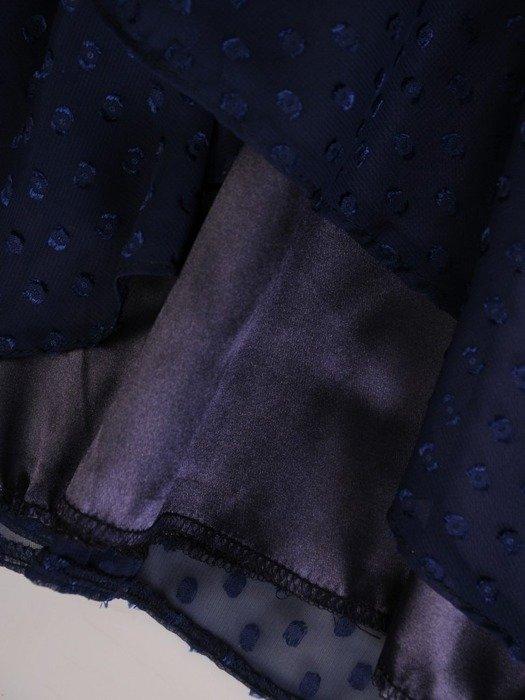 Rozkloszowana sukienka z paskiem, granatowa kreacja z mankietami 24672